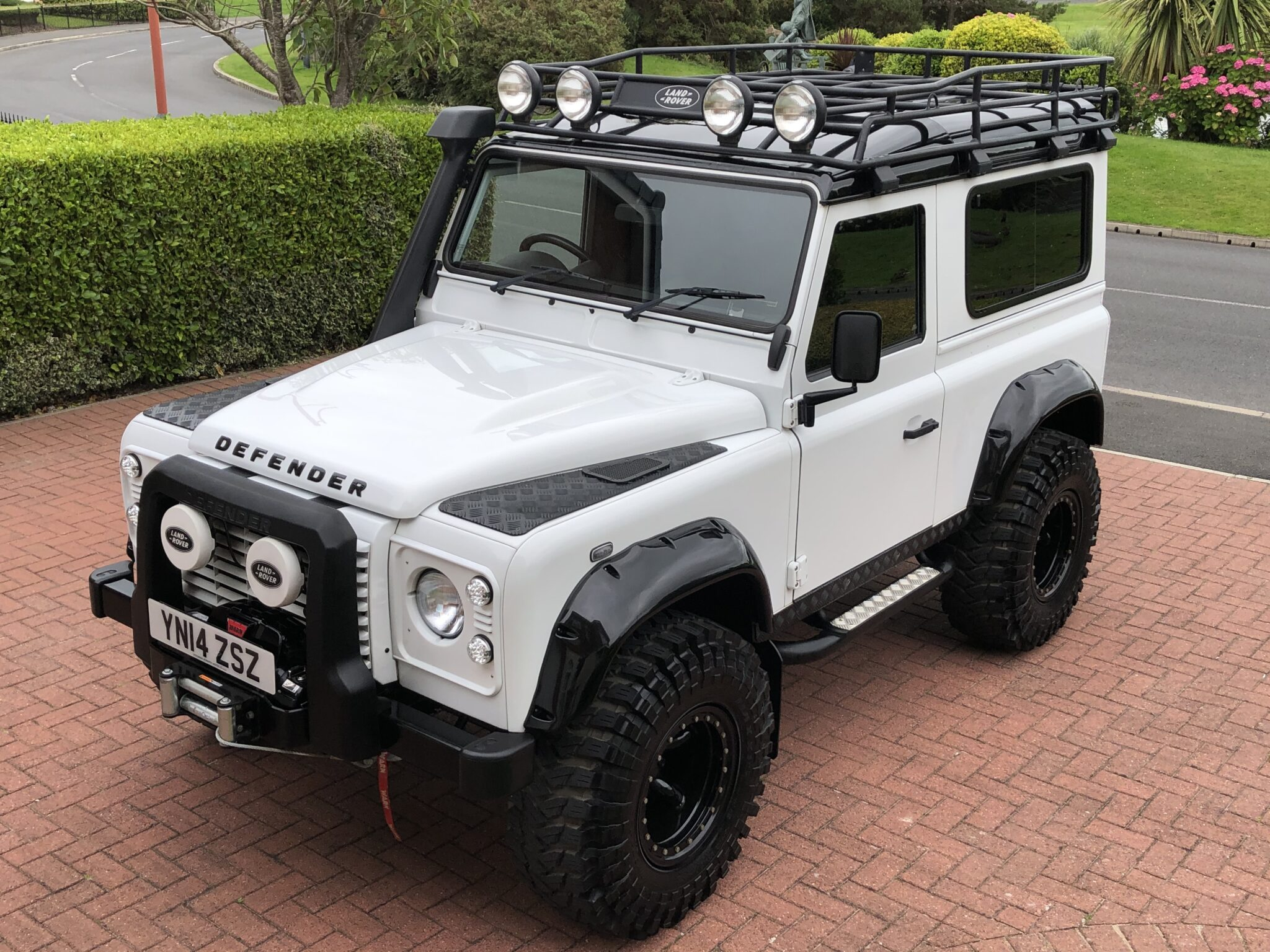 2014 14 LAND ROVER DEFENDER 90 XS 2.2 TDCI STATION WAGON 'SPECTRE STYLING'
