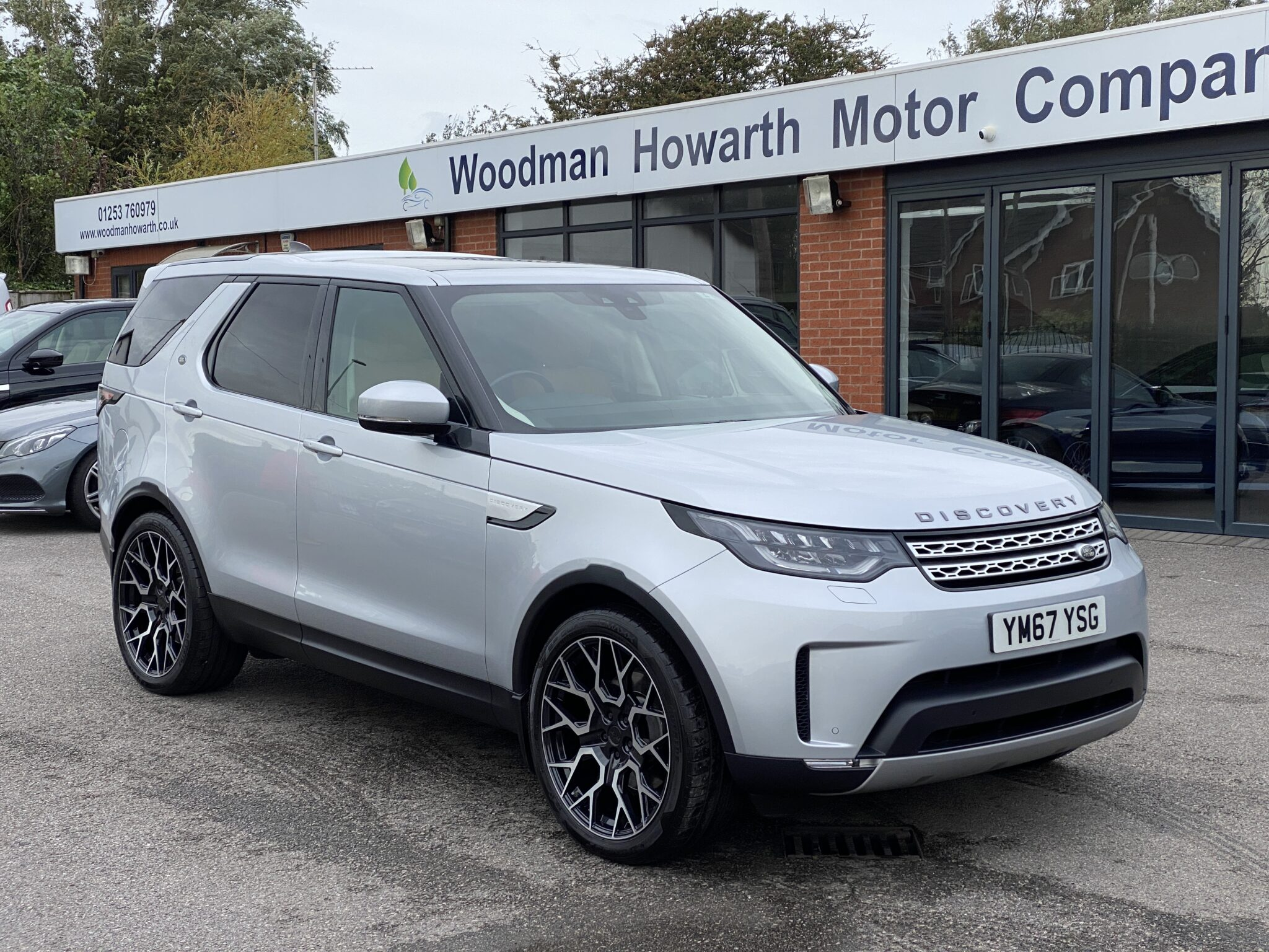 2017 67 LANDROVER DISCOVERY SDV6 HSE AUTO 7 SEAT Huge Spec Low Miles Stunning Colour Combination