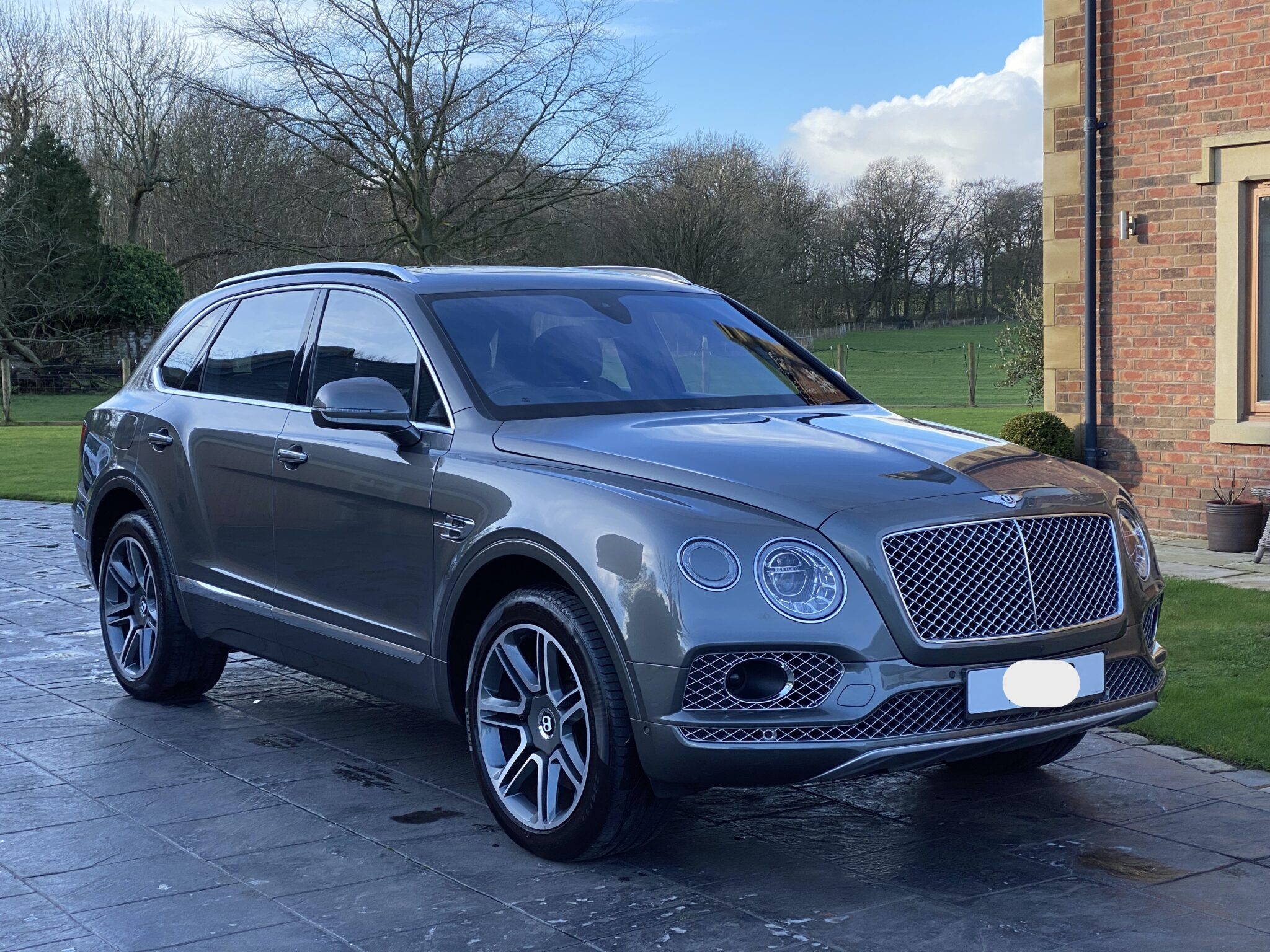 2018 18 BENTLEY BENTAYGA W12 6.0 MULLINER 4WD TOURING & CITY PACK 1 Lady Owner Huge Spec Immaculate