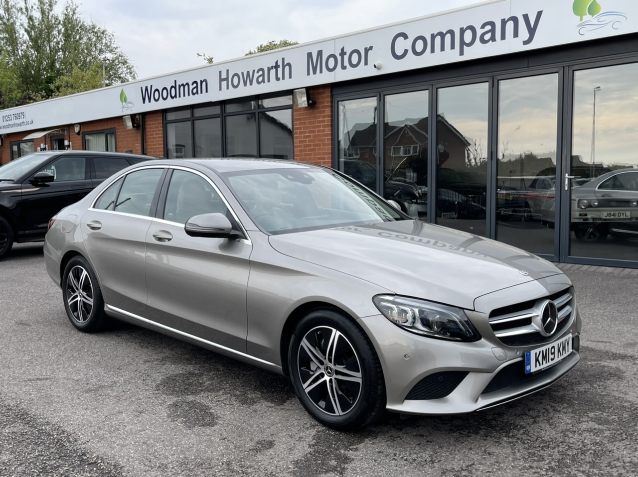 2019 19 MERCEDES BENZ C300D 245BHP SPORT PREMIUM SALOON 9G-TRONIC AUTO - Incredibly rare spec includes Premium and Driver Assistance Packs - Beige Leather - Only 1700 miles!