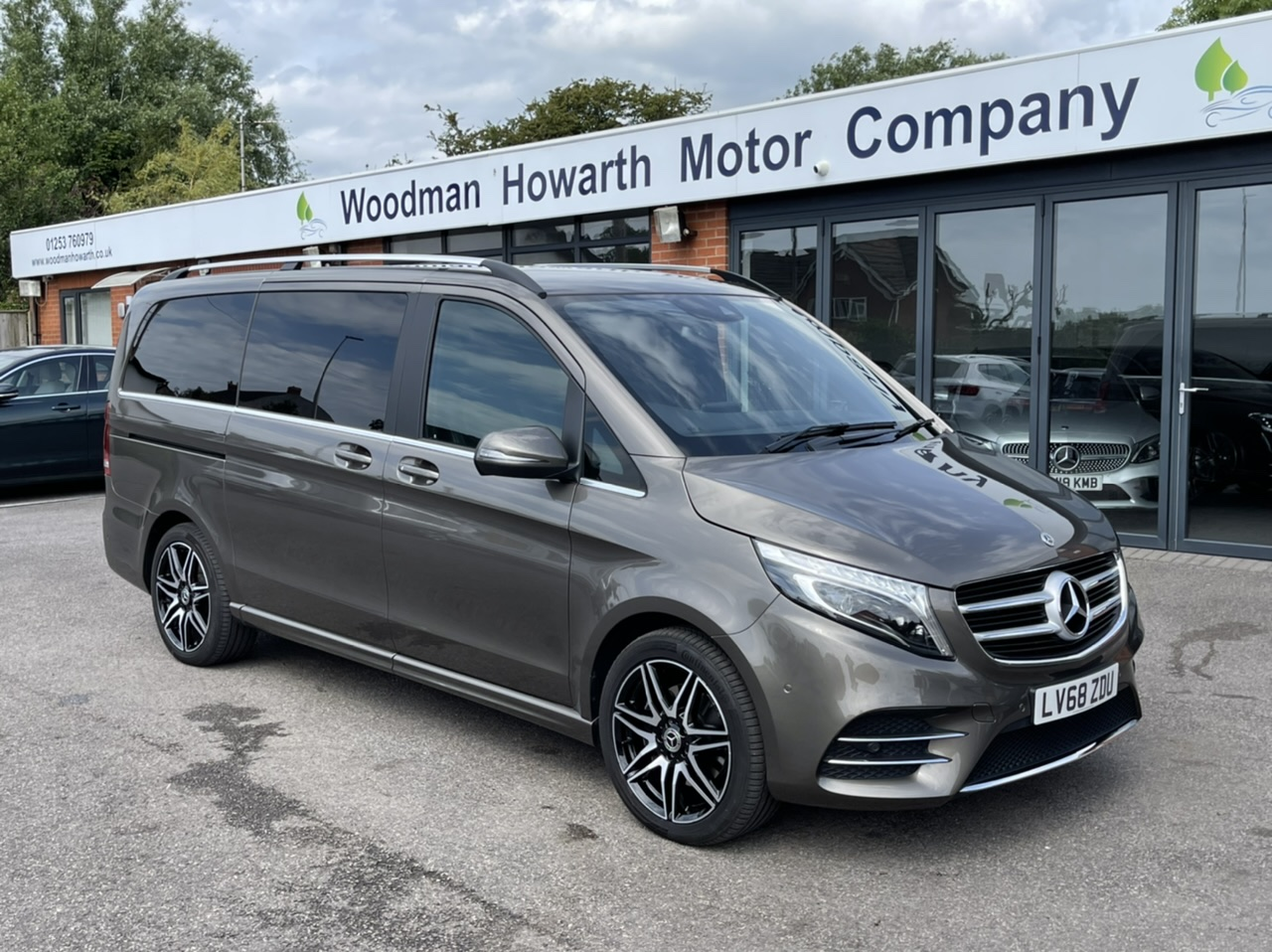2018 68 MERCEDES BENZ V220D 163BHP AMG LINE LONG 7G-TRONIC AUTO - Extremely rare Indium Grey - Low Miles